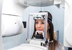 Woman receiving 3D Conebeam scan